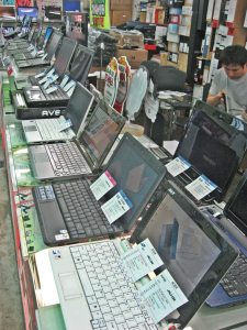 Line-up of laptops at Yongsan Electronics market. One hundred percent of those laptops were running Windows. That includes the smaller 'netbooks', which were very numerous - at a guess they were between 30-40% of all computers on show. Nearly all of them were 10 inch models (as opposed to my own nine inch netbook, which has really fallen out of favour (though I still like it). Netbooks started out less than two years ago and all of them were based on Linux. It might be tough for Linux fanatics to stomach, but the world wants Windows. That said, I'm still happy with my Ubuntu Linux netbook, which followed me up to Korea and back, never missinjg a beat, and connecting easily to every wireless network available to me.